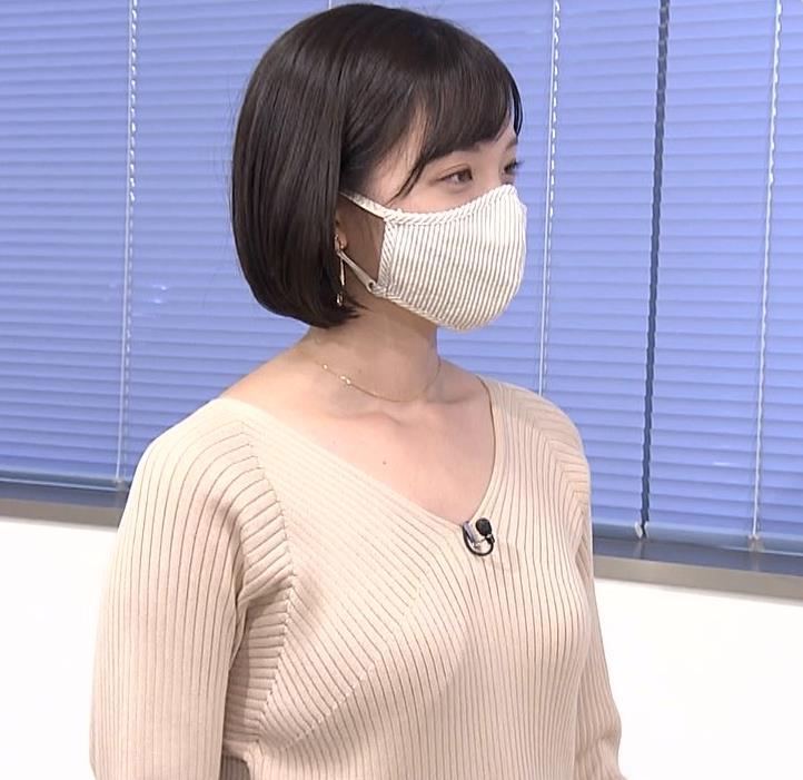 田中瞳アナ Vネックのニットで前かがみキャプ・エロ画像5