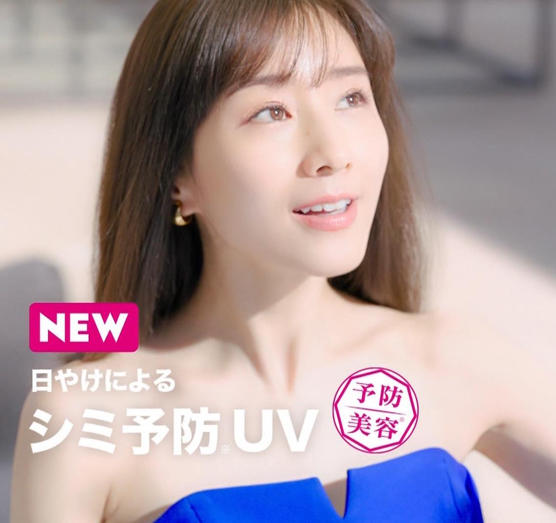 田中みな実 肌が露出しまくりドレスのCMキャプ・エロ画像9