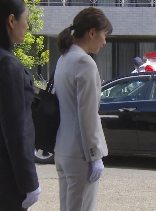 内田理央 パンツスタイルにタイトスカート!お尻がエロい刑事ドラマキャプ・エロ画像