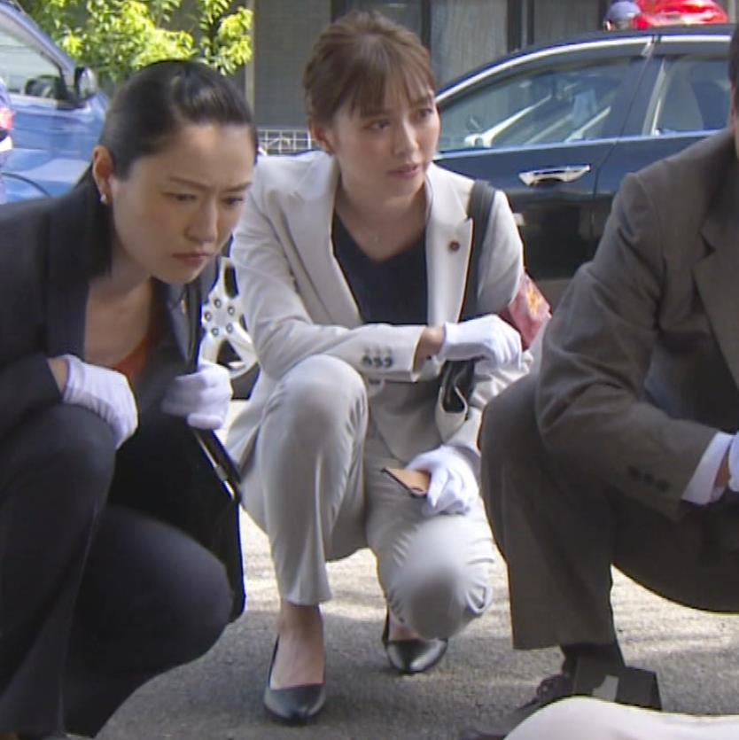 内田理央 パンツスタイルにタイトスカート!お尻がエロい刑事ドラマキャプ・エロ画像2