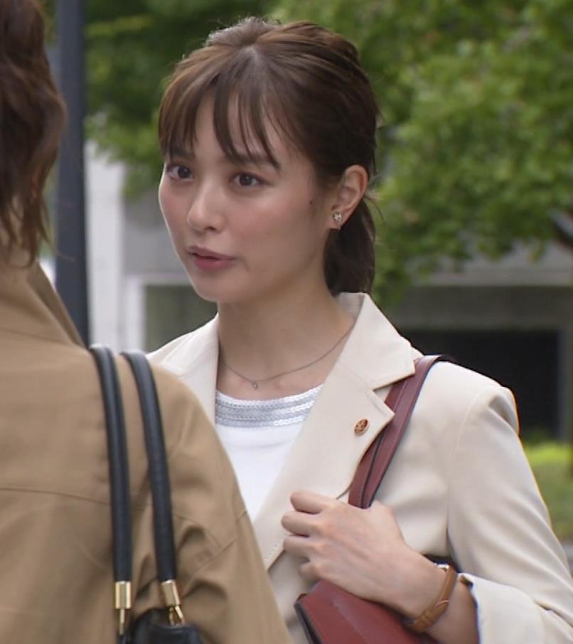内田理央 パンツスタイルにタイトスカート!お尻がエロい刑事ドラマキャプ・エロ画像12