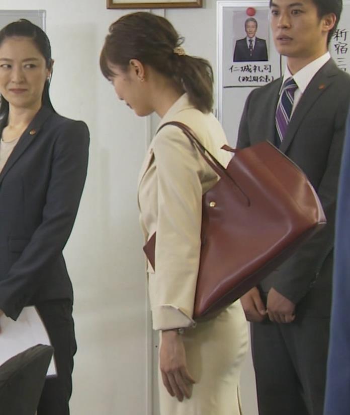 内田理央 パンツスタイルにタイトスカート!お尻がエロい刑事ドラマキャプ・エロ画像14