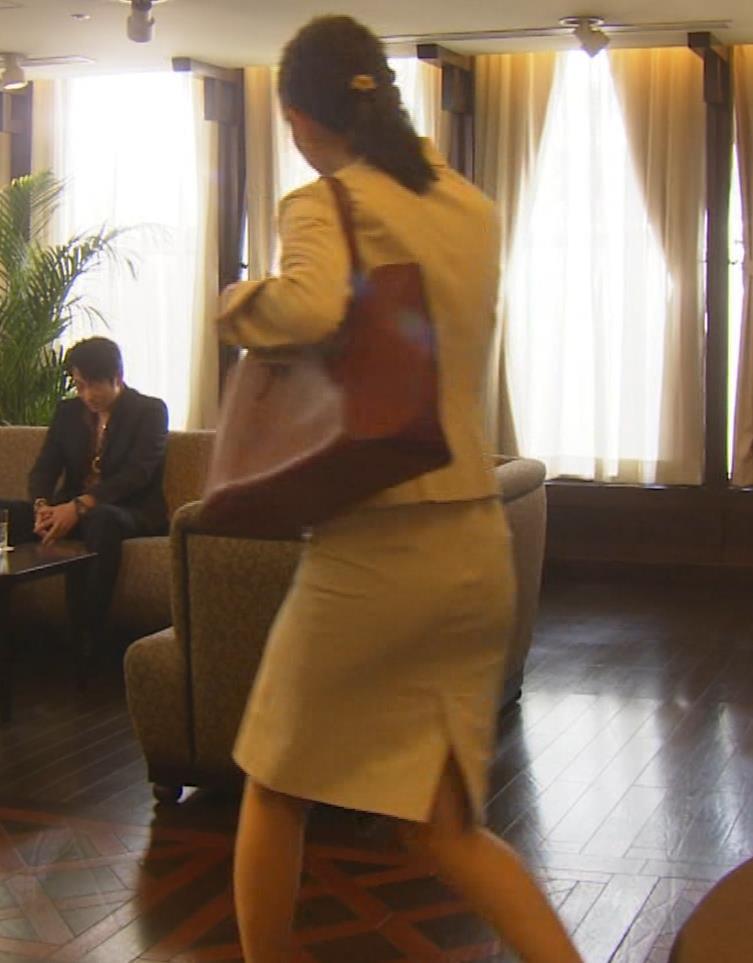 内田理央 パンツスタイルにタイトスカート!お尻がエロい刑事ドラマキャプ・エロ画像16