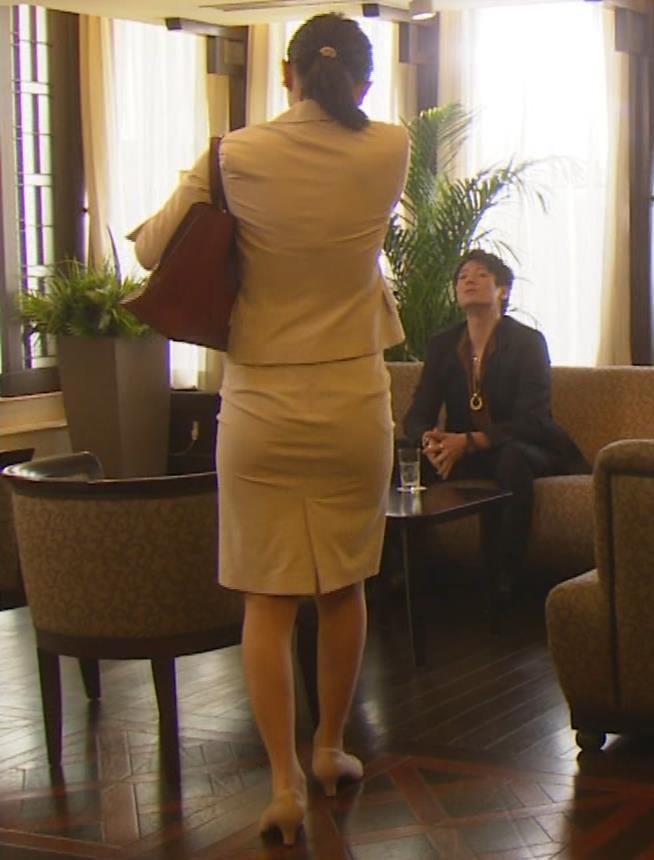 内田理央 パンツスタイルにタイトスカート!お尻がエロい刑事ドラマキャプ・エロ画像18