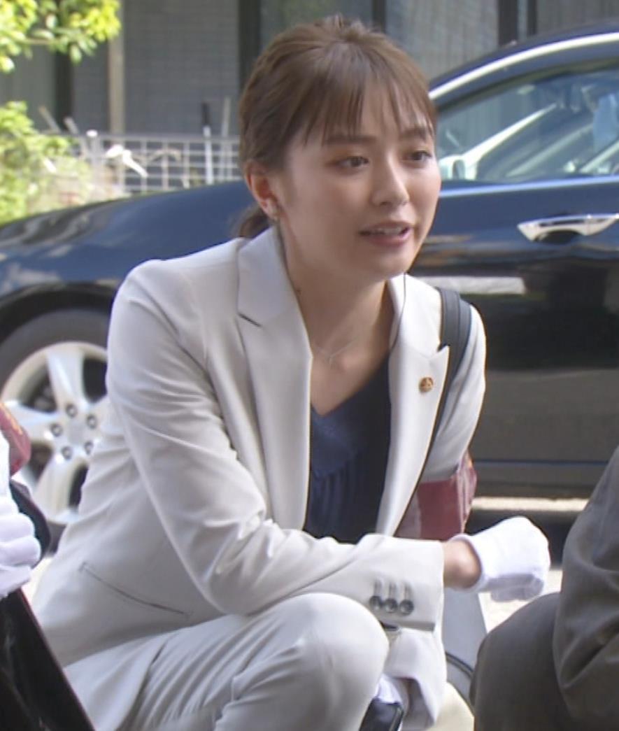 内田理央 パンツスタイルにタイトスカート!お尻がエロい刑事ドラマキャプ・エロ画像3