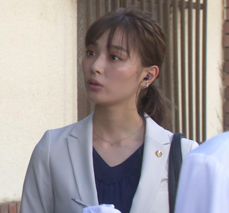 内田理央 パンツスタイルにタイトスカート!お尻がエロい刑事ドラマキャプ・エロ画像4