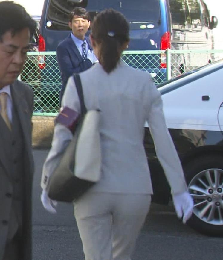 内田理央 パンツスタイルにタイトスカート!お尻がエロい刑事ドラマキャプ・エロ画像5