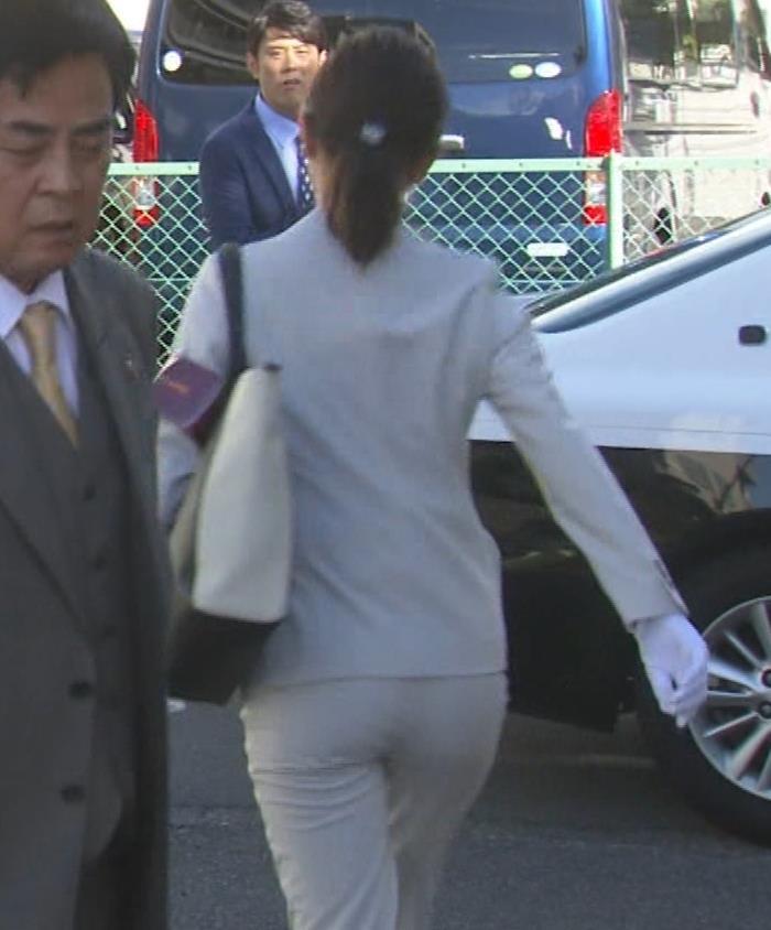 内田理央 パンツスタイルにタイトスカート!お尻がエロい刑事ドラマキャプ・エロ画像6
