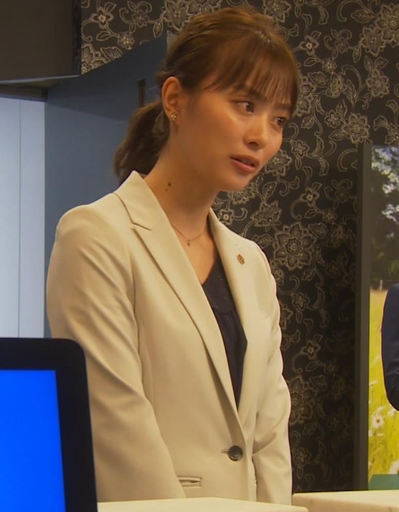 内田理央 パンツスタイルにタイトスカート!お尻がエロい刑事ドラマキャプ・エロ画像8