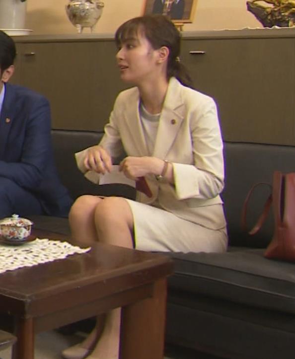 内田理央 パンツスタイルにタイトスカート!お尻がエロい刑事ドラマキャプ・エロ画像9
