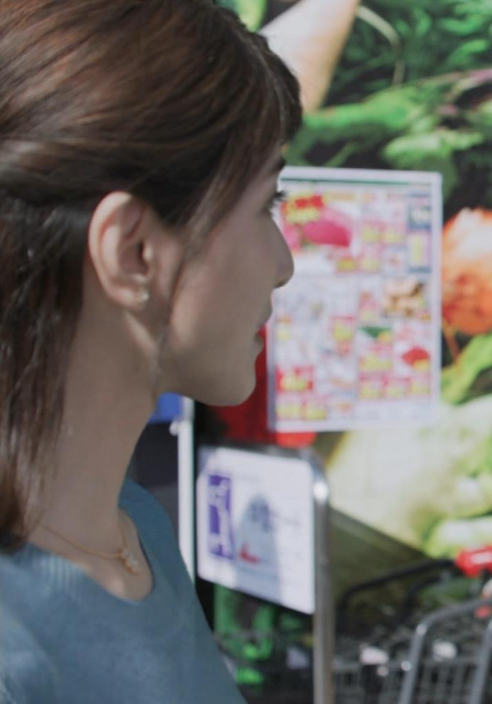 内田有紀 胸のふくらみキャプ・エロ画像3