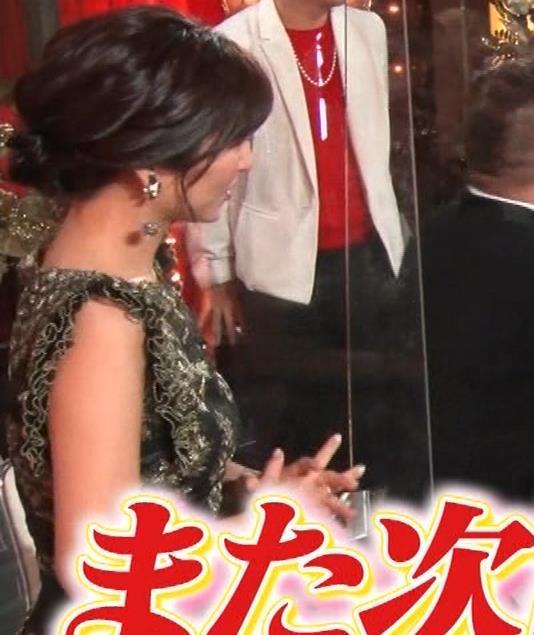 宇賀なつみ 胸元透け衣装&横乳キャプ・エロ画像12