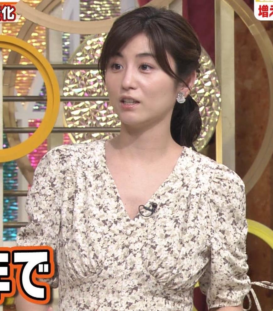 宇賀なつみアナ Vネック胸元エロキャプ・エロ画像3