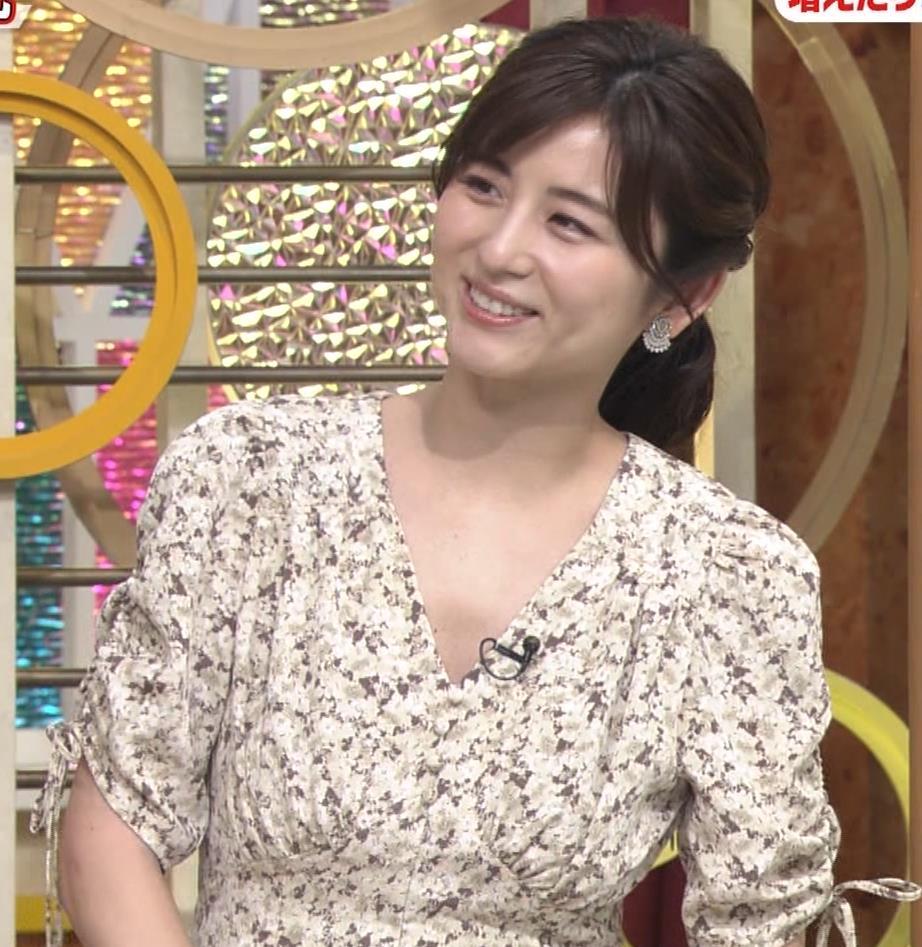 宇賀なつみアナ Vネック胸元エロキャプ・エロ画像5
