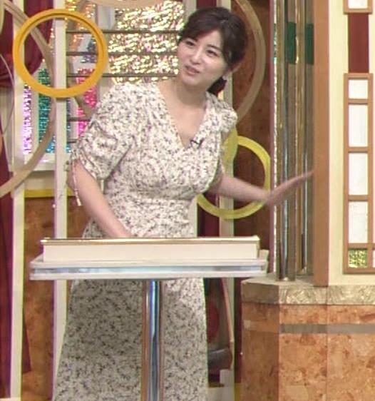宇賀なつみアナ Vネック胸元エロキャプ・エロ画像6