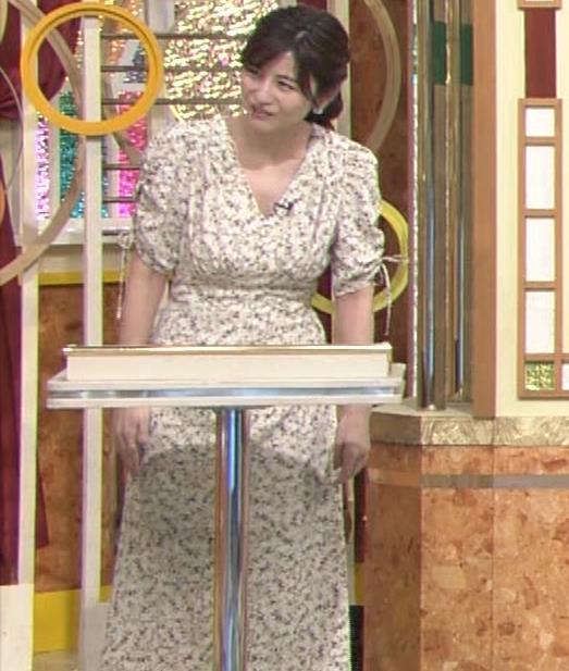宇賀なつみアナ Vネック胸元エロキャプ・エロ画像7