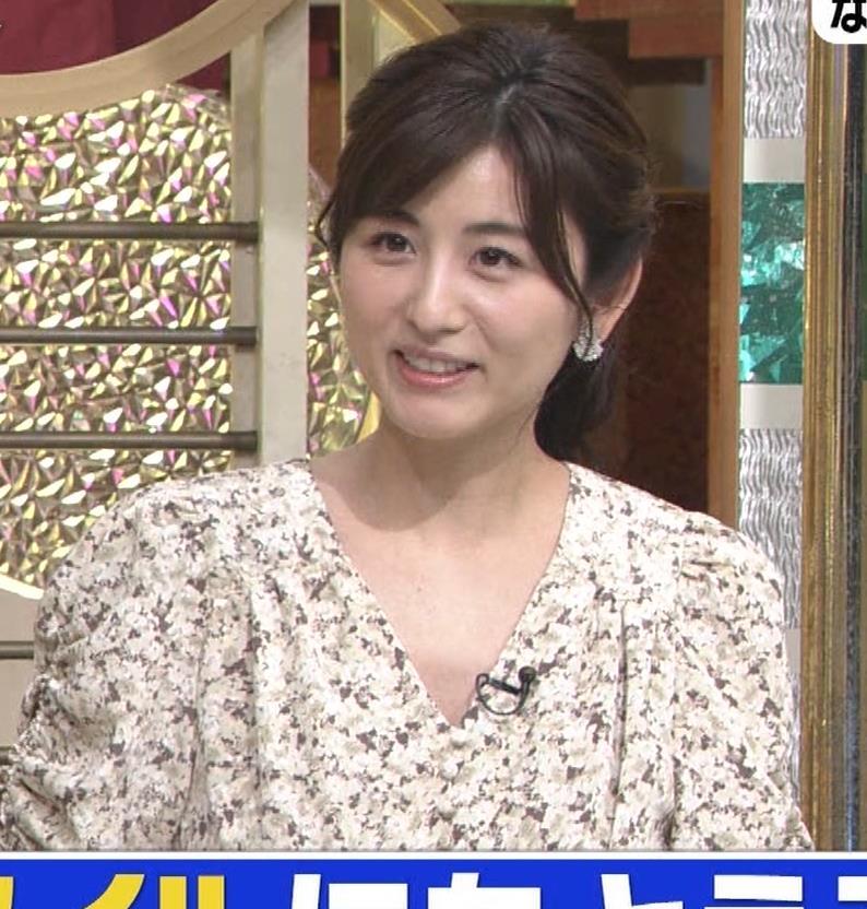 宇賀なつみアナ Vネック胸元エロキャプ・エロ画像10