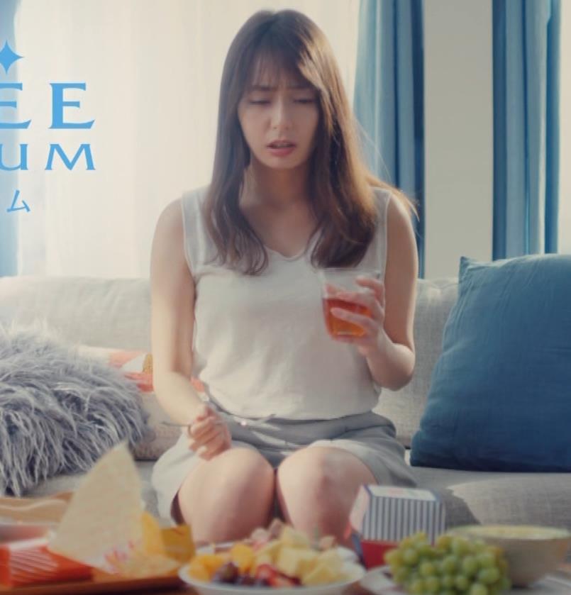 宇垣美里 太ももが見れるCMキャプ・エロ画像