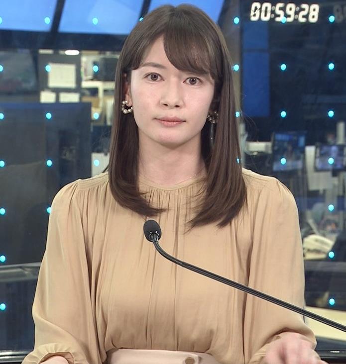 宇内梨沙アナ ちょいエロ衣装キャプ・エロ画像3