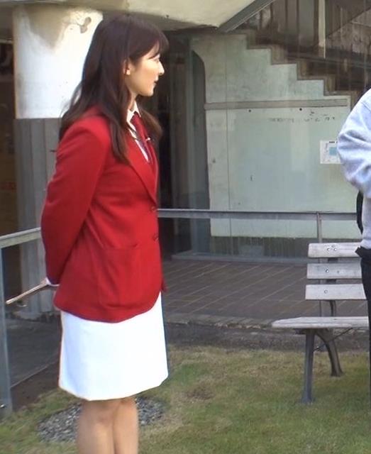 山本里菜アナ ミニスカ太ももキャプ・エロ画像4