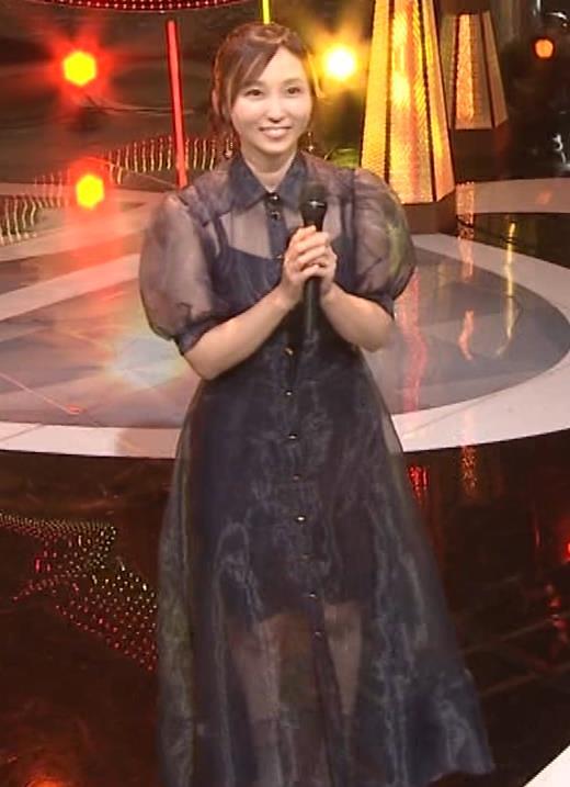 吉木りさ カラオケで透け衣装キャプ・エロ画像3