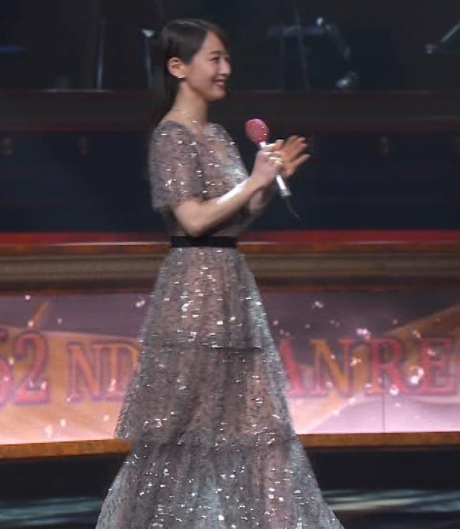 吉岡里帆 胸がエロいドレスキャプ・エロ画像