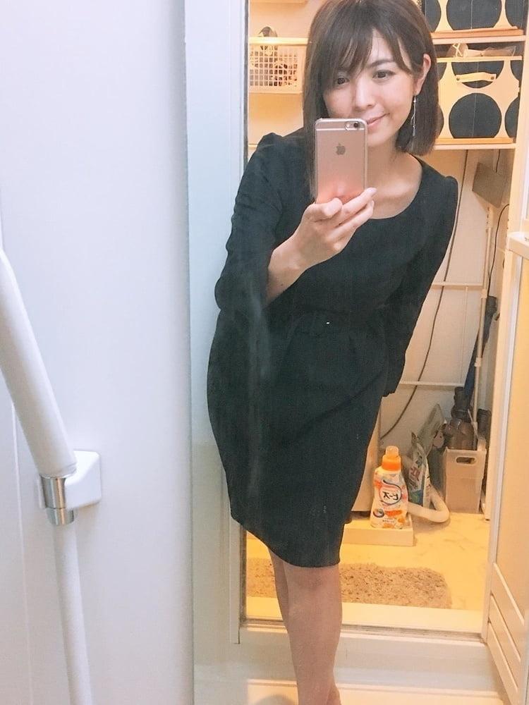 キュートなシンガポール素人美女の自分撮りヌード画像 1