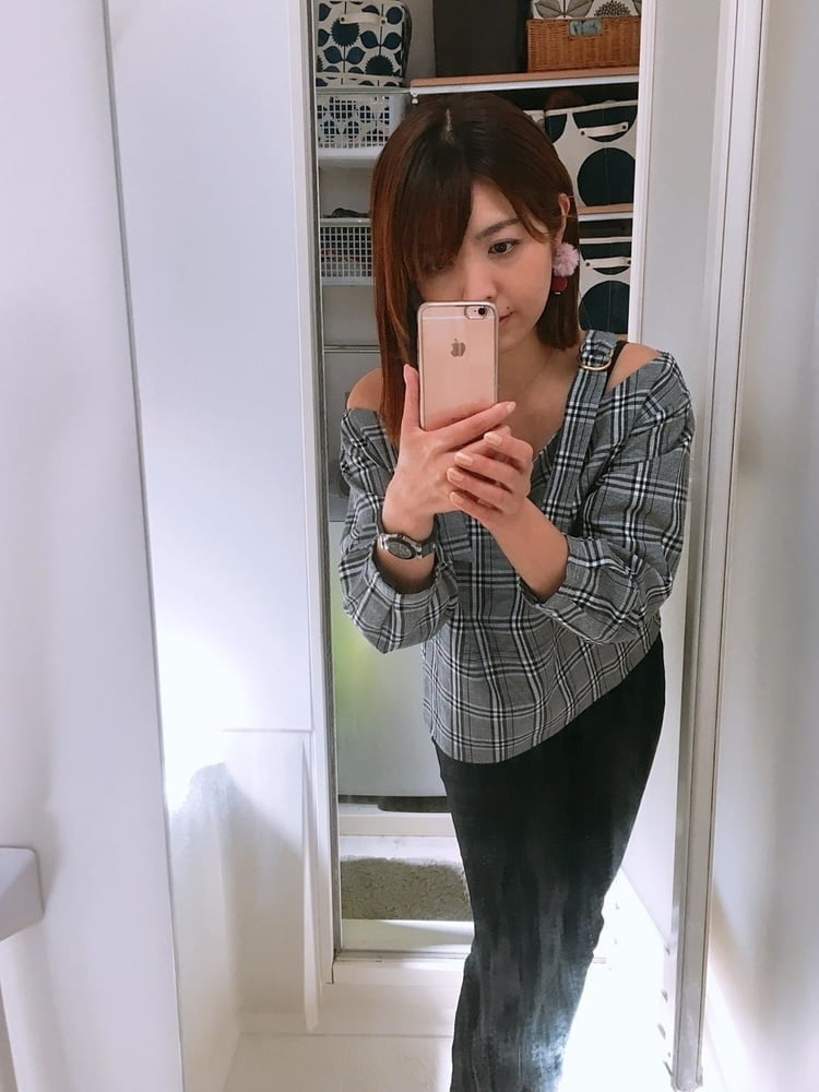 キュートなシンガポール素人美女の自分撮りヌード画像 2