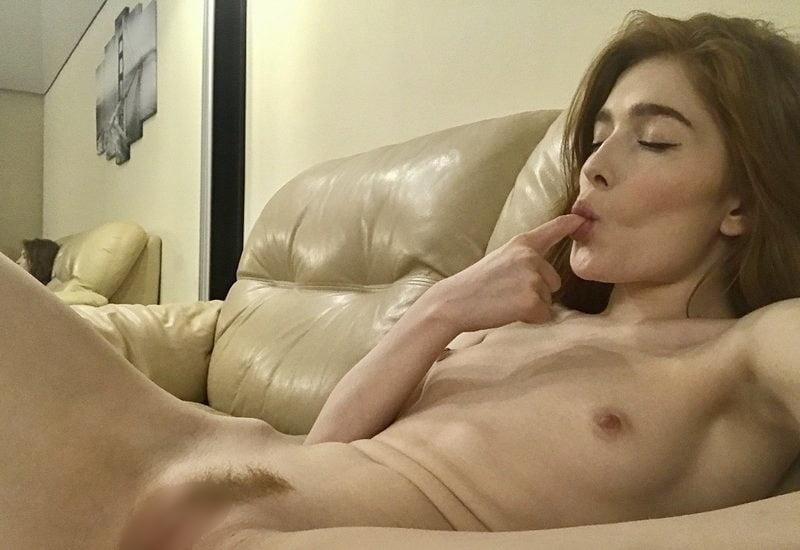 ゴージャスな素人美女がマ○コを自分撮りした画像 10