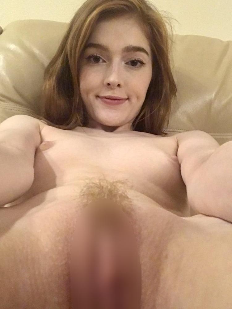 ゴージャスな素人美女がマ○コを自分撮りした画像 14
