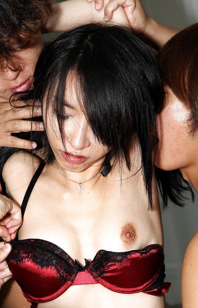スレンダー美女の乱交セックス画像 3