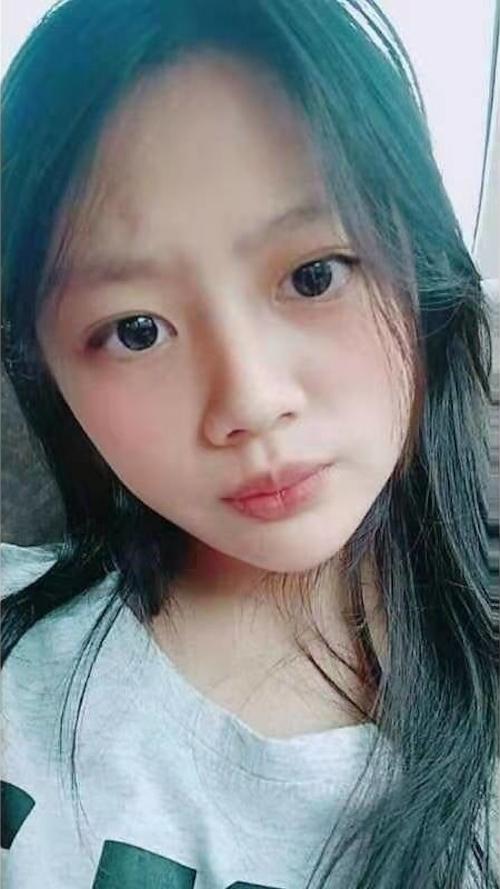 巨乳な台湾美少女の自分撮りおっぱい画像 1