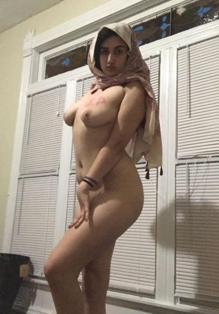 巨乳なパキスタン素人美女の自分撮りヌード画像 10