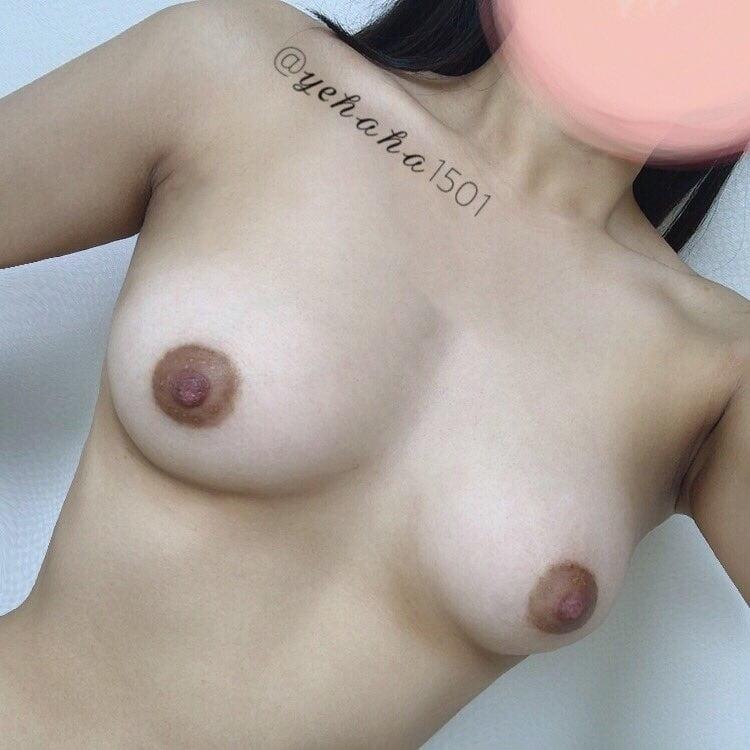 韓国素人美女の自分撮りおっぱい画像 4