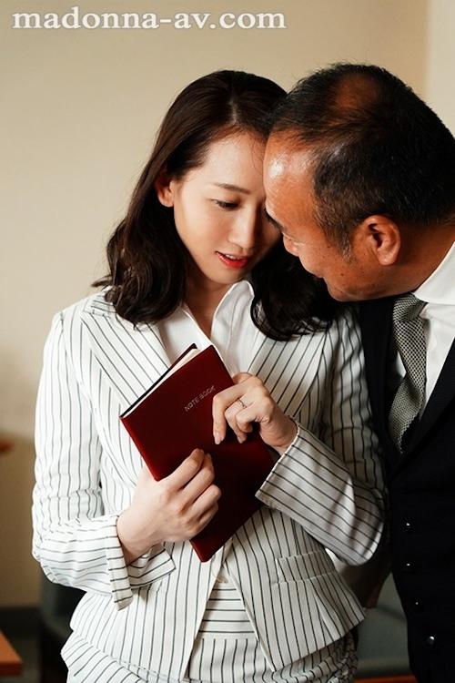人妻秘書、汗と接吻に満ちた社長室中出し性交 監督:ながえ 最高峰の秘書シリーズに《専属》水戸かな出演!! 1