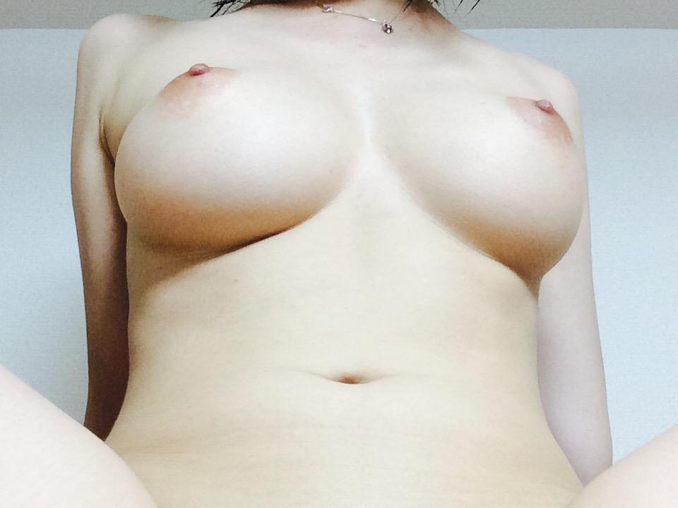 美巨乳&パイパンOLの自分撮りヌード画像 17
