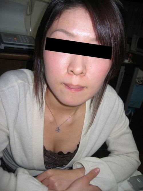 清楚な素人美女が拘束プレイ&調教されてる流出ヌード画像 2
