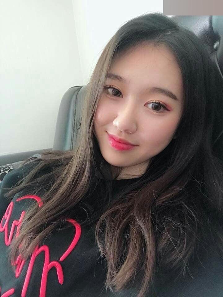 K-POPアイドルのような韓国S級美少女の自分撮りヌード流出画像 1