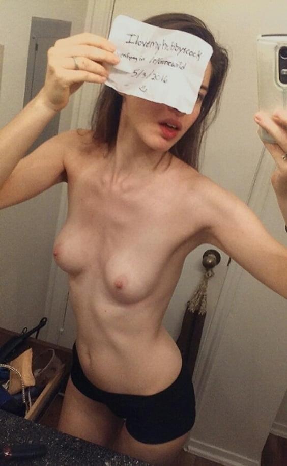 ドエロなブルネットのメガネ美女の自分撮りヌード画像 7