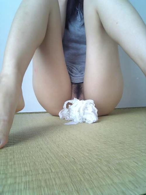 美尻Tバック素人女性のハミマン画像 12