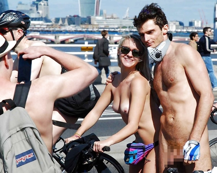 裸で自転車に乗るイベントに参加してる素人美女のヌード画像特集 1