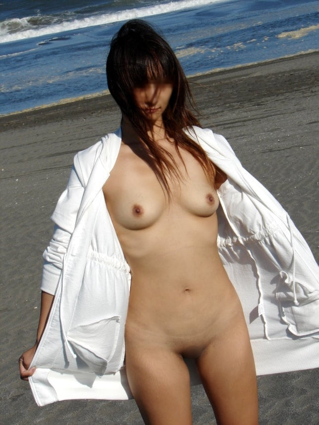 パイパン素人美女の野外露出ヌード画像 10