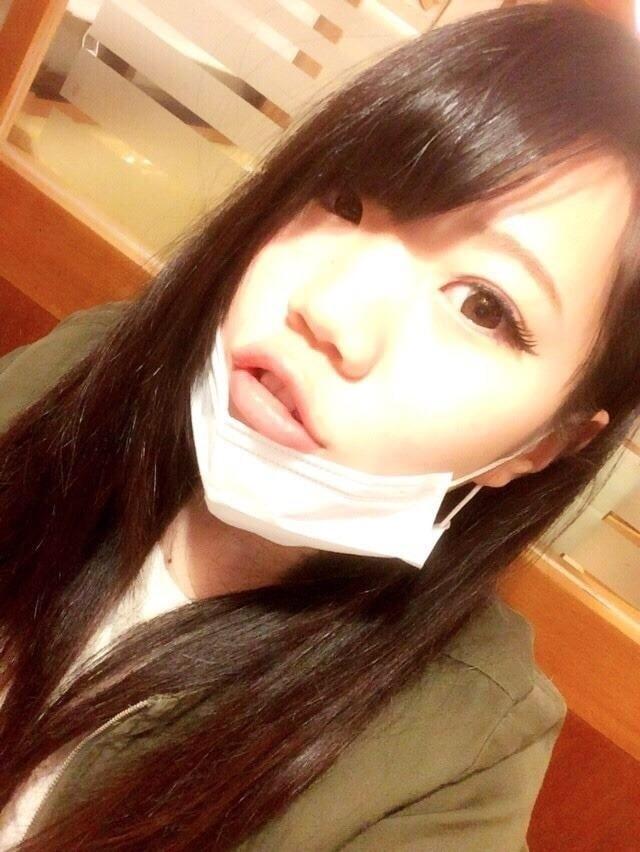 香港素人少女の自分撮りヌード画像 1
