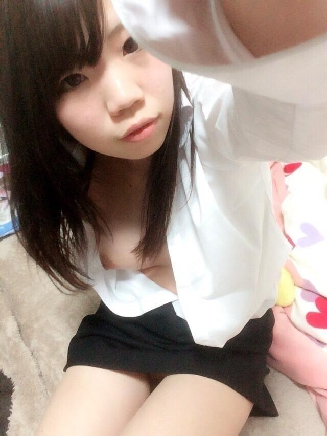 香港素人少女の自分撮りヌード画像 3