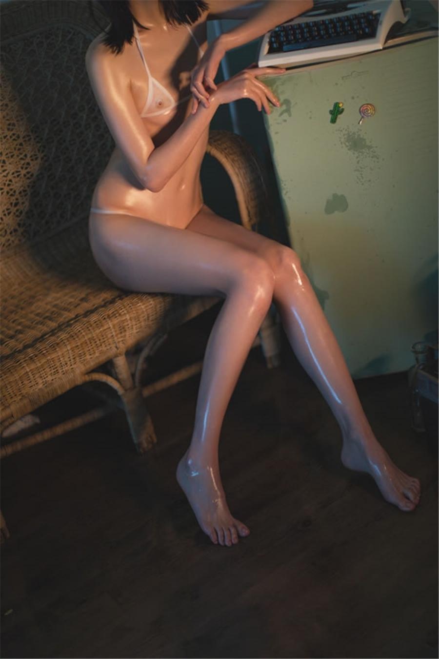 スケスケビキニ美女モデルのヌルヌルセクシー画像 3
