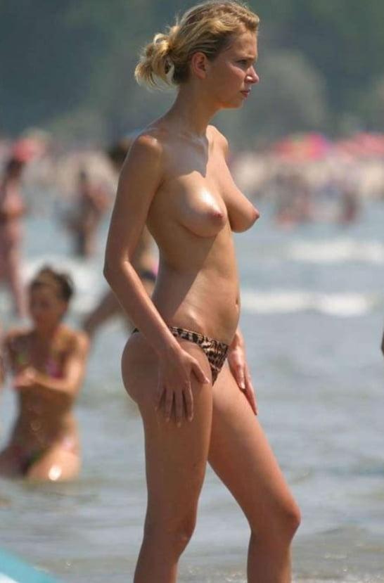 ヌーディストビーチのティーンの美乳おっぱい特集 1