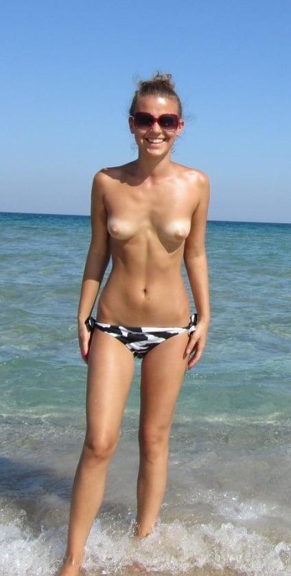 ヌーディストビーチのティーンの美乳おっぱい特集 3