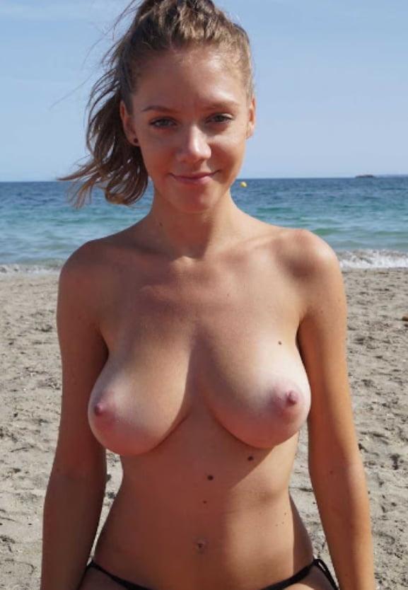 ヌーディストビーチのティーンの美乳おっぱい特集 4