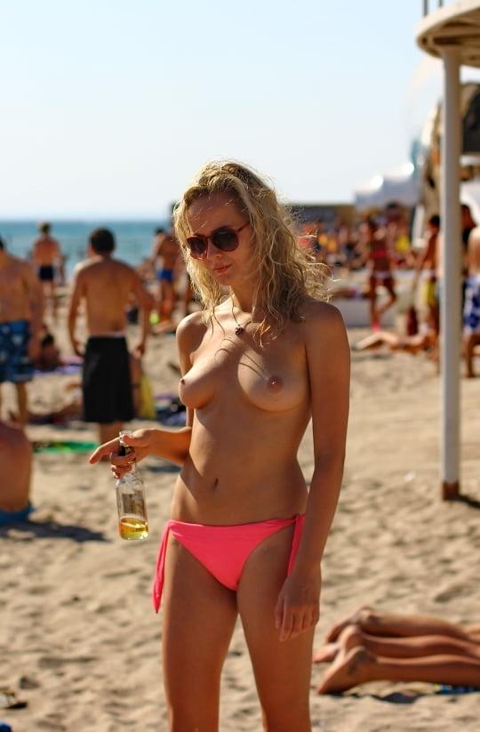 ヌーディストビーチのティーンの美乳おっぱい特集 6
