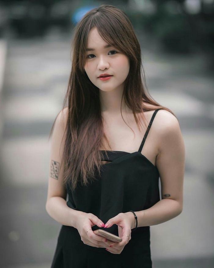 タイの18歳美少女の自分撮りヌード&マ○コ画像 1